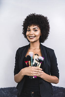 注视镜头,化妆师,拿着,画笔,专业人员,肖像,商业金融和工业,拉美人和西班牙裔人,巴西,发型屋