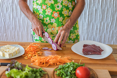 蔬菜,炊具刀,沙拉,肉,西班牙大葱,准备食物,格子烤肉,牛排,莴苣,软干酪