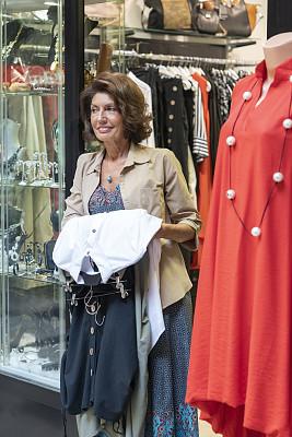 业主,老年人,服装店,肖像,工作年长者,顾客,全身像,仅一个老年女人,仅女人,仅一个女人