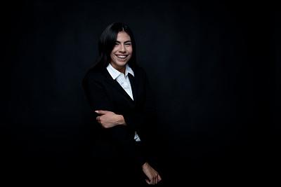 经理,青年女人,拉美人和西班牙裔人,黑发,20到29岁,半身像,人,商务人士,女商人,套装