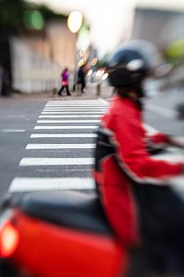 斑马线,摩托车越野赛,垂直画幅,留白,忙碌,国际著名景点,镜头宝贝;移轴镜,街道,商务,旅游目的地