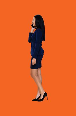 橙色背景,套装,全身像,20到29岁,青年女人,侧面像,成年的,女商人,商务人士,侧面视角