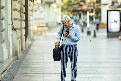 女商人,老年人,街道,伦敦城,在活动中,活力,专业人员,工作年长者,商业金融和工业,仅一个老年女人