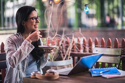 咖啡,女性,茶水间,学生,自然美,咖啡杯,技术,商业金融和工业,顾客,户外