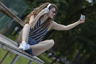 户外,长发,青年女人,自然,,肖像,25岁到29岁,公园,舞蹈