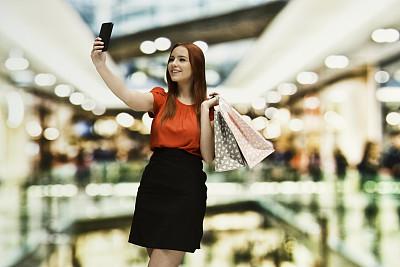 少女,幸福,智能手机,百货公司,商店,购物狂,散焦,青年女人,购物中心,18岁到19岁