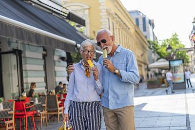 街道,伦敦城,修改系列,中老年伴侣,冰淇淋店,活力,老年男人,浪漫,欢乐,户外