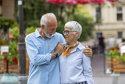 欢乐,幸福,异性恋,中老年人,休闲装,伦敦城,生闷气的,街道,老年男人,浪漫