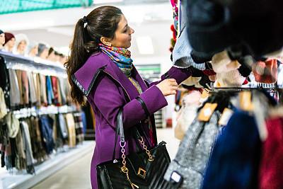 高雅,衣服,女人,周末活动,现代,拿着,顾客,看,幸福,冬衣