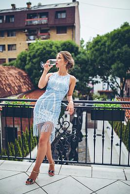 高雅,女人,自然美,肖像,现代,仅女人,仅一个女人,魅力,优美,香槟杯