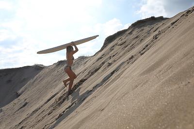 沙丘,青年女人,正下方视角,活力,周末活动,运动,极限运动,逃避现实,甜点心,沙漠
