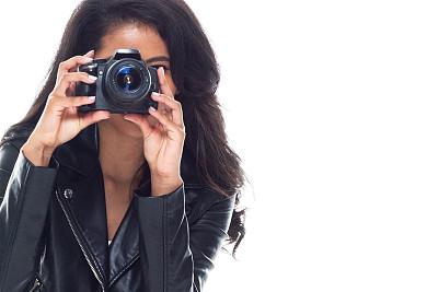 皮茄克,一个人,青年女人,摄影师,拉美人和西班牙裔人,20到29岁,旅行者,半身像,幸福,牛仔裤