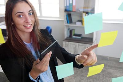 看,女商人,平板电脑,便签,策略,肖像,技术,欢乐,商务策略,消息