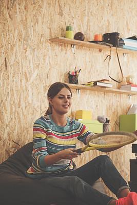 球拍,进行中,专业人员,忙碌,全身像,仅女人,仅一个女人,办公室,嬉戏的,新创企业