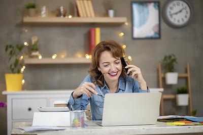女人,红色头发,数字化显示,专业人员,肖像,技术,现代,仅女人,仅一个女人,看