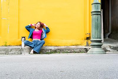 肖像,女性,时尚,彩色图片,舒服,通俗音乐人,仅日本人,彩色背景,现代,日本人