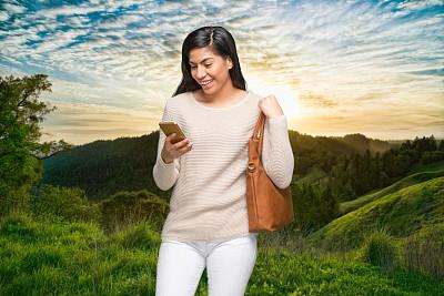 拉美人和西班牙裔人,户外,半身像,山脉,自然,风景,女性,毛衣,一个人,青年女人