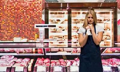 肉店,半身像,业主,冷藏货架,女性,超级市场,商店,熟食店,成年的,食品