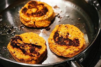 素汉堡,糙米,甘薯,黑眼豌豆,洋葱,素食,热,食品,英国,煎锅