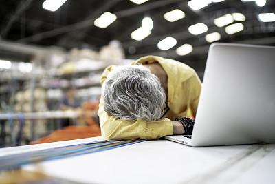 疲劳的,工厂,女人,专业人员,技术,工作年长者,贮藏室,拉美人和西班牙裔人,巴西,仅一个老年女人