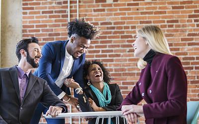 四个人,职业,商务,青年人,30岁到34岁,办公室,半身像,脑风暴,幸福,商务人士