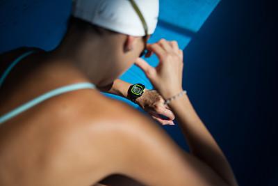 活力,中年女人,专心,专门技术,仅一个中年女人,运动,30岁到34岁,一个人,泳装,水上运动