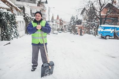 老年男人,雪,部分,仅男人,仅一个男人,冬季服务,车道,半身像,庭院,茄克