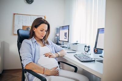 办公室,女商人,商务,专门技术,计算机,一个人,技术,工作母亲,现代,女人