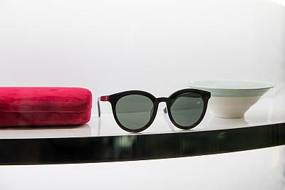 太阳镜,时尚,个人随身用品,一个物体,背景分离,多样,塑胶,肖像,视力,橙色