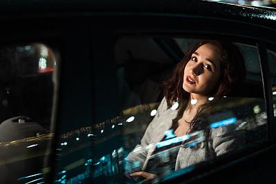 商务,一个人,筋疲力尽,在活动中,汽车内部,交通工具内部,汽车,肖像,25岁到29岁,现代
