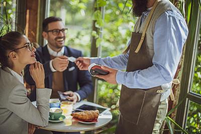 信用卡,饮食产业,现代,顾客,咖啡师,pos机,男招待,商务人士,小企业