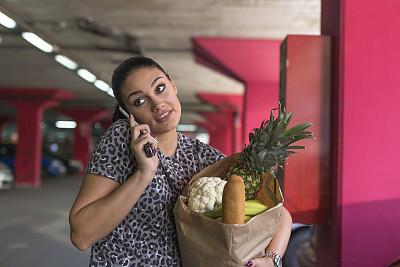 拿着,购物袋,女人,蔬菜,城市生活,汽车,面包,食品,津贴,一个人