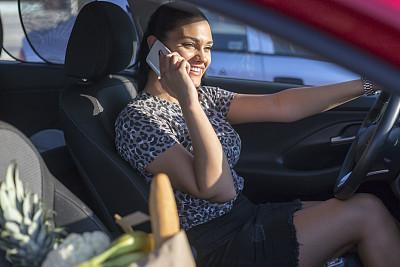 汽车,女人,食品杂货,城市生活,专心,汽车内部,座舱,津贴,一个人