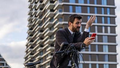 商务人士,骑自行车,手机,青年人,街道,伦敦城,信心,在活动中,脚踏车,专业人员