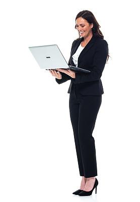使用手提电脑,女商人,正装,青年女人,衣服,白色人种,电子邮件,专业人员,40到44岁,技术