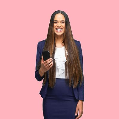 彩色背景,茄克,女性,经理,非裔美国人,手机,衣服,彩色运动茄克,30岁到34岁,肖像