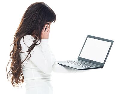 拉美人和西班牙裔人,使用手提电脑,毛衣,青年女人,衣服,裤子,肖像,技术,25岁到29岁,拿着