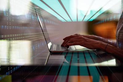 使用手提电脑,手,女人,羊毛帽,数据中心,部分,土耳其,技术,计算机软件,网络安全防护