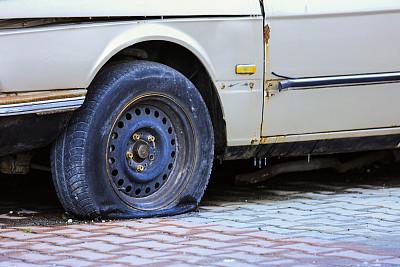 轮胎,损坏的,过时的,不幸,土耳其,汽车,停止手势,坏掉的,肮脏的,户外