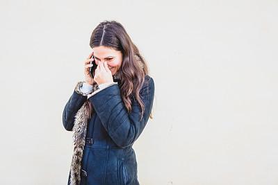户外,青年女人,手机,技术,商业金融和工业,拿着,仅女人,仅一个女人,幸福,智能手机