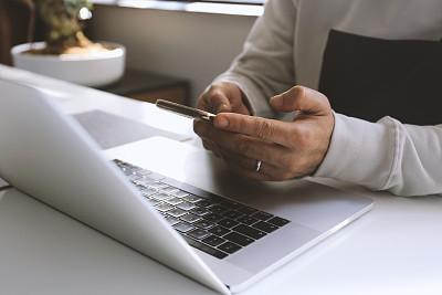 智能手机,笔记本电脑,青年男人,电子邮件,部分,土耳其,仅男人,技术,仅一个男人,拿着