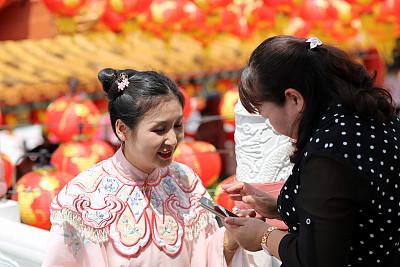 天后宫,二代家庭,灯笼,家庭,30岁到34岁,肖像,技术,东亚人,侧发髻,中国人