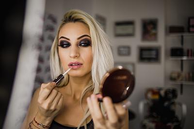 彩妆,女人,穿衣服,发型屋,自然美,专业人员,粉底,腮红,化妆刷,腮红刷