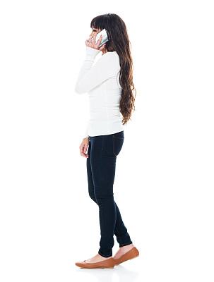 拉美人和西班牙裔人,智能手机,白色背景,女性,牛仔裤,衣服,背景分离,裤子,25岁到29岁,拿着