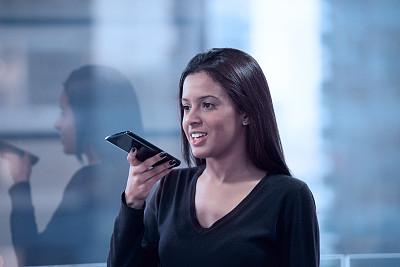 青年女人,手机,商务,城市生活,一个人,技术,现代,女人,仅一个青年女人,拿着