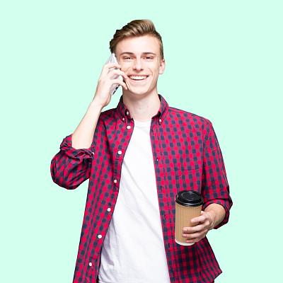 t恤,男性,手机,白色人种,衣服,肖像,拿着,粗斜纹棉布,仅青少年,16岁到17岁