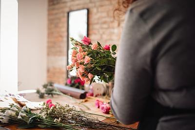 女性,花卉商,专业人员,商业金融和工业,拿着,植物,仅女人,仅一个女人,女售货员,新创企业