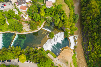 航拍视角,瀑布,波斯尼亚和黑塞哥维那,著名景点,自然美,流水,屋顶,户外,摄影