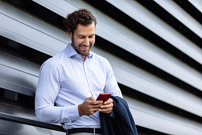 青年人,男商人,智能手机,注视镜头,仅男人,技术,仅一个男人,现代,联系,站