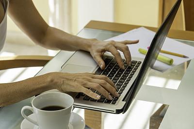 家庭办公,计算机设备,商务,计算机,一个人,技术,现代,女人,沟通,联系